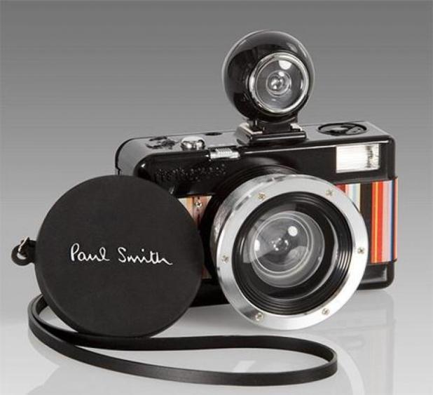 on-se-film-avec-un-appareil-photo-paul-smith