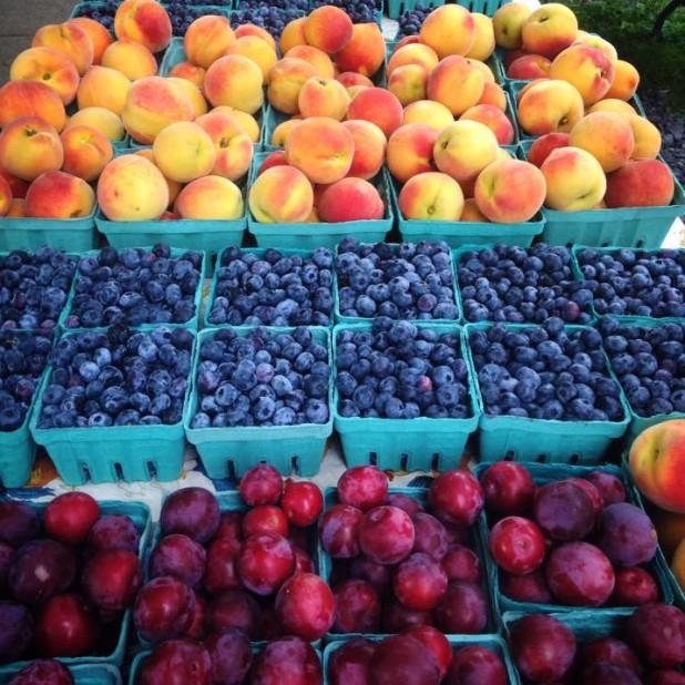 Fruit_Ithaca_Farmer's_Market