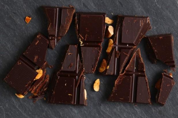 Hu_Kitchen_Crunchy_Fig_Chocolate_Bar
