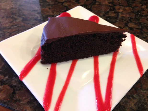Raspberry-Coulis_with_Chocolate_Cake