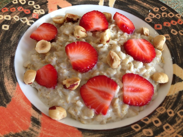 Milkadamia_Oatmeal_with_Straweberries_and_Hazelnuts